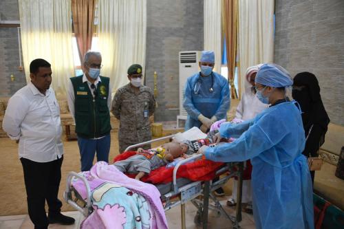 برعاية مركز الملك سلمان للاغاثة  نقل الطفلين السيامي للعلاج في المملكة عبر طائرة الاخلاء الطبي السعودي